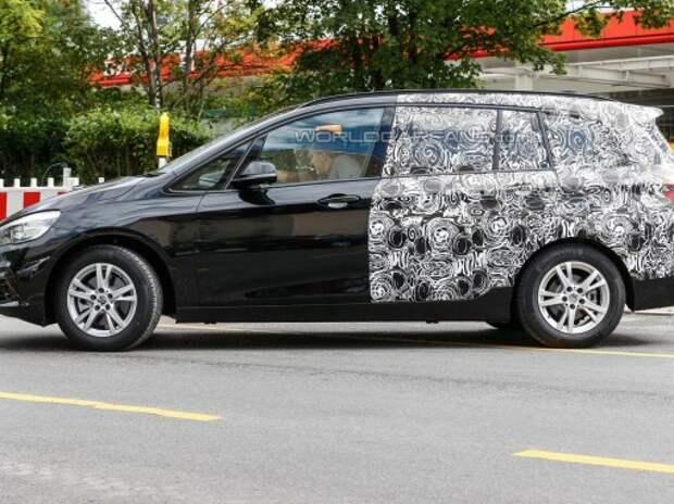 Семиместный компактвэн BMW обнажился перед фотокамерами