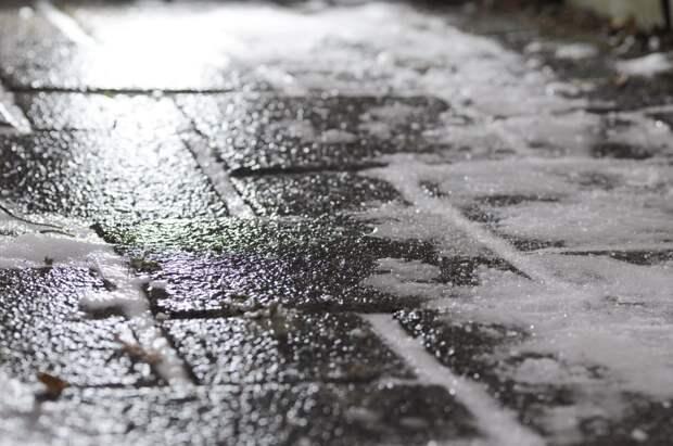Водителей Ижевска предупредили о гололедице на дорогах