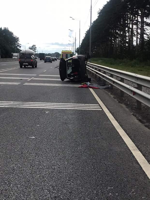 Под Тверью опрокинулась иномарка с 63-летним водителем
