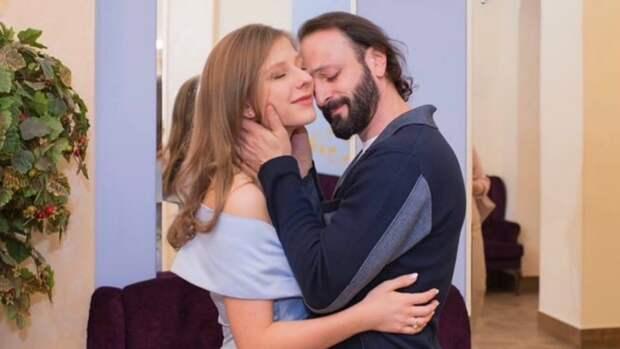 Авербух «отчитал» беременную Арзамасову за неправильное оформление снимка в соцсети