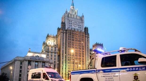 Россия жестко ответит на любое давление Запада – МИД