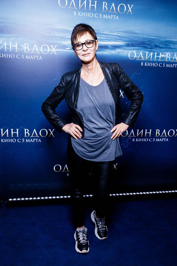 Голубая бездна: Виктория Исакова, Юлия Снигирь и Стася Милославская
