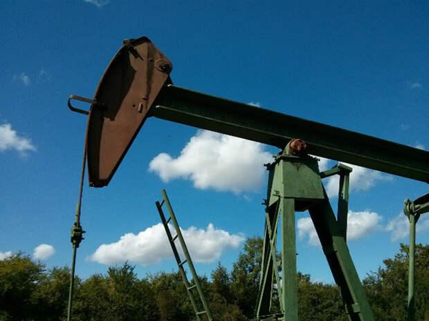 Стоимость нефти Brent пытается вернуться к $67 за баррель