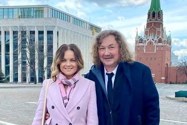 Игорь Николаев похвастался значком народного артиста