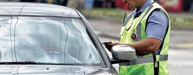 В Челябинске инспектор ДПС сломал руку водителю