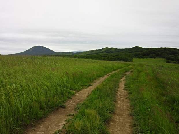 Дорога по западному берегу острова.