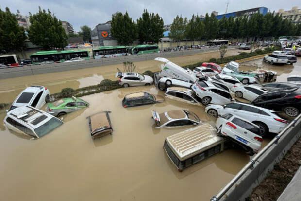 Выживший в затопленном метро в Китае рассказал историю своего спасения