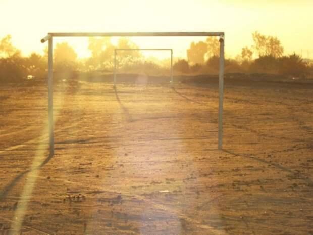 На юге Москвы футбольные ворота упали на маленького мальчика