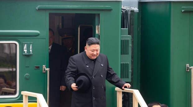 Испугавшийся свержения Ким Чен Ын объявил вне закона рваные джинсы и ограничил перечень разрешенных стрижек