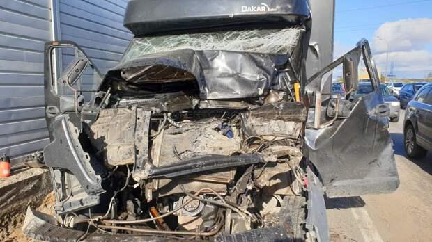 В СВАО за неделю пострадали водитель с пассажиром и сбитая грузовиком женщина