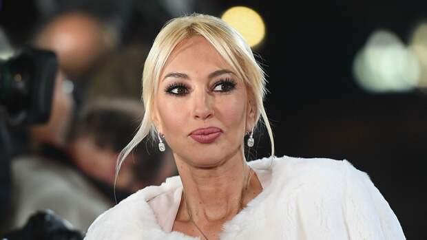 Лера Кудрявцева пожаловалась на перелом, из-за которого оказалась в инвалидной коляске