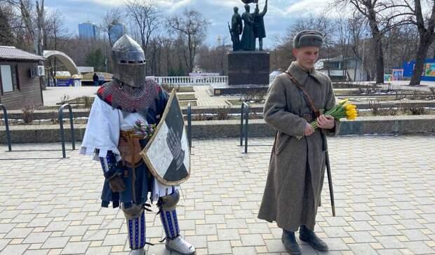 Рыцари дарили цветы ростовчанкам вчесть 8Марта