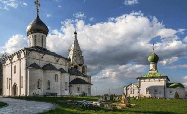 На территории монастыря Переславля-Залесского найдены древние подвальные помещения