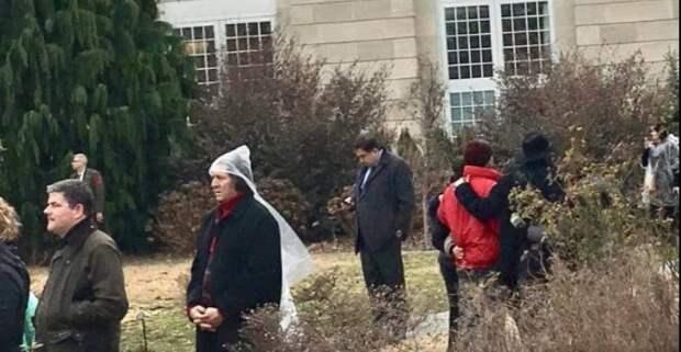 На инаугурации Трампа служба безопасности загнала Саакашвили в кусты
