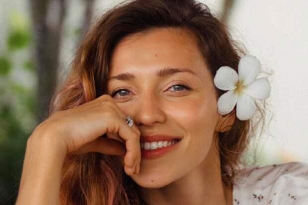«Любовь излечит весь мир»: Тодоренко показала поцелуй сТопаловым