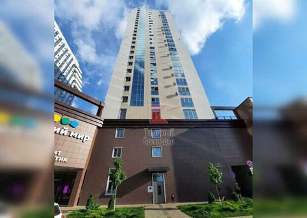 В Краснодаре на 25-этажный дом работает один лифт