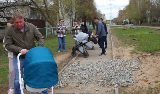 Глава Ижевска прогулялся по Ижевску с детской коляской