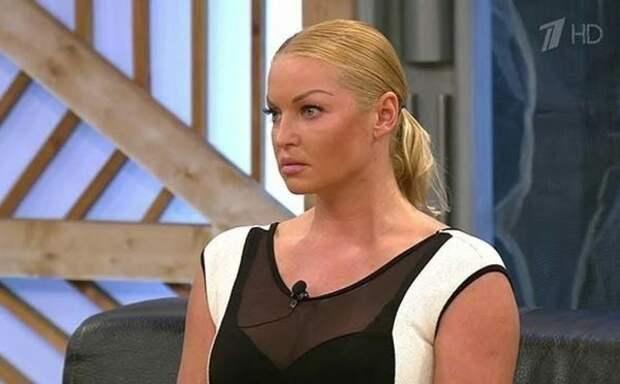 """""""А согреет поцелуй"""": Волочкова показала мастер-класс по купанию в Крещенскую ночь"""