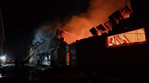 Производственное здание загорелось в гаражном кооперативе «Позимь» в Ижевске
