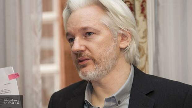 Суд потребовал личного присутствия Ассанжа на слушании по делу об экстрадиции в США