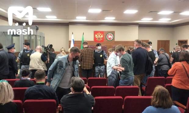 Ильназа Галявиева, устроившего вчера стрельбу в казанской школе, доставили в суд. Его...