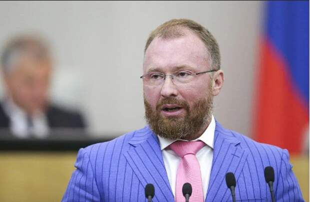 Законодатель про «вшивый патриотизм». Что делают в Госдуме граждане другого государства?