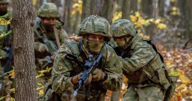 Разгадан хитрый приём русского спецназа: Почему за плечи?