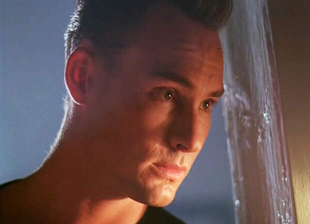 кадр из фильма «Америкэн бой», 1992 год