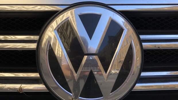 Фото обновленного Multivan представили в Volkswagen