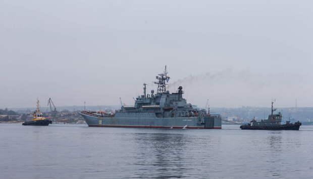 Украинский катер приблизился к границе России, чтобы пофотографировать и поснимать?