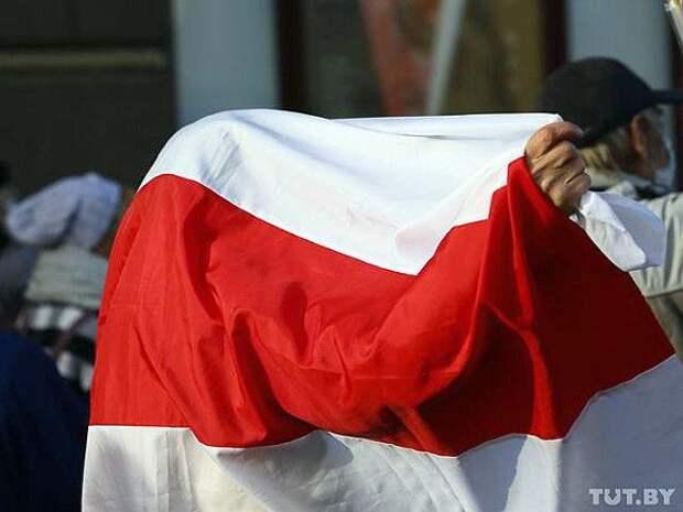 Жителя Белоруссии отправили под суд из-за красно-белой коробки на балконе