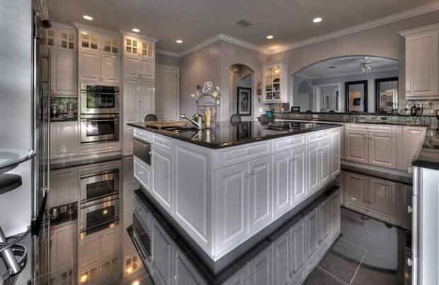 Оформление кухни в светло-серых тонах, что безумно понравится и станет просто отличным дизайнерским решением.