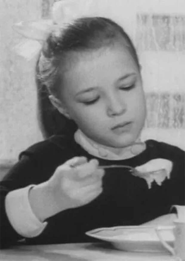 Гостьи изпрошлого: какими выросли школьницы изсоветского кино