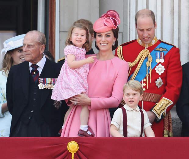 Дети и внуки принца Филиппа почтили память герцога в день его столетия