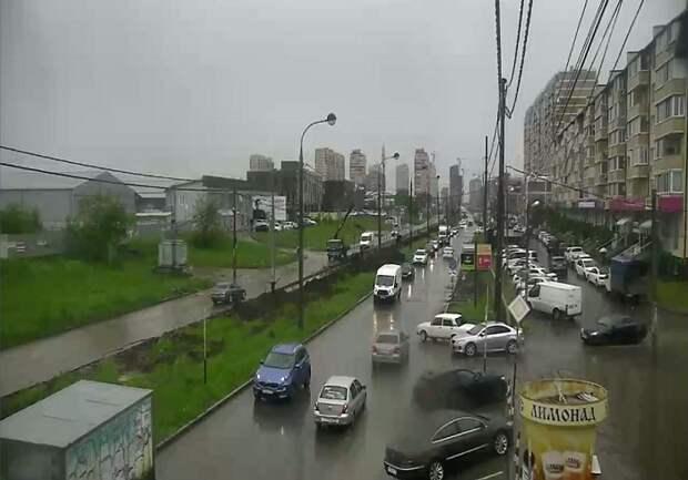 На улицы Краснодара вышла водооткачивающая техника
