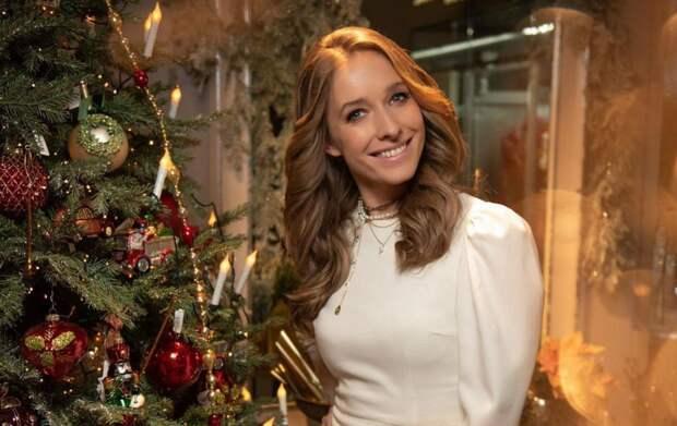 Беременная Осадчая в лимонном платье засветилась на свадьбе у Ольги Сумской и Виталия Борисюка