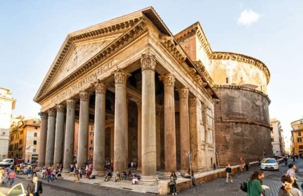 Считается, что античный храм, состоящий из огромной ротонды и портика, был построен в 124-126 гг. н.э. (Пантеон, Рим).   Фото: expertitaly.ru.