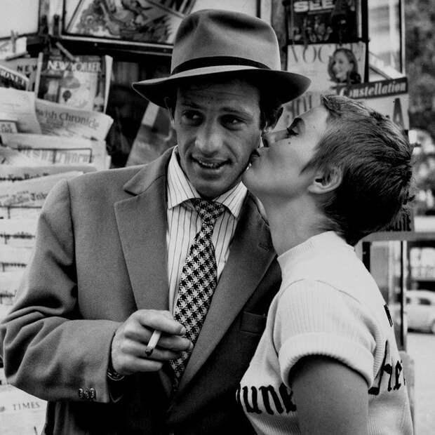 Жан-Поль Бельмондо и Джин Сиберг на съемках фильма «На последнем дыхании». Париж. Пятая Французская республика. 1959 год.