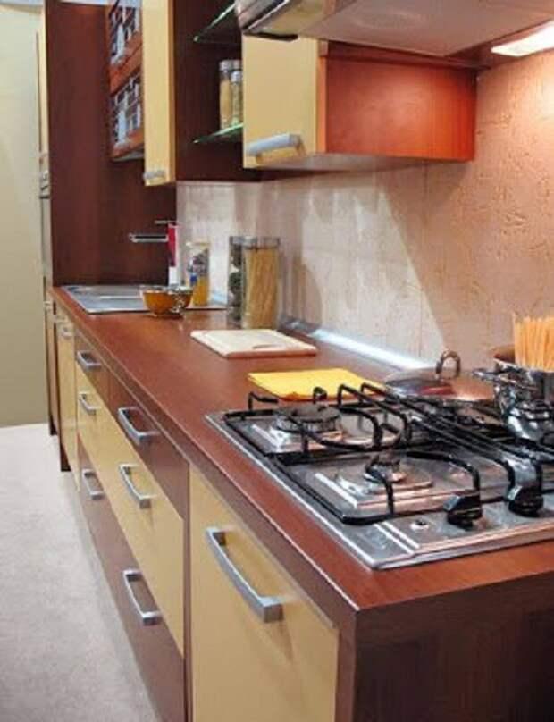 Хорошее решение для оформления рабочей стенки на кухне, что станет просто особенным моментом в дизайне.