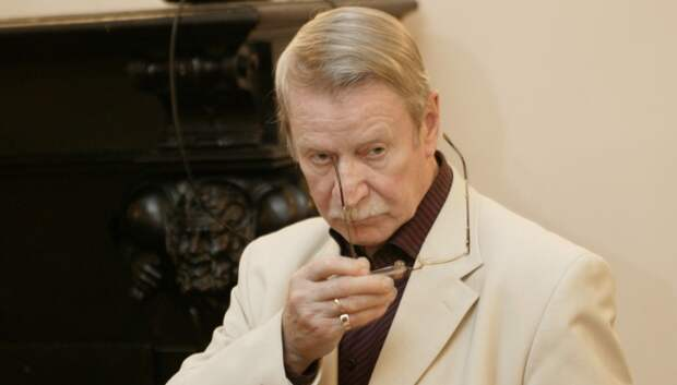 Арт-директор Краско хочет уберечь 90-летнего артиста от брака с молодой девушкой